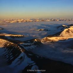 Atterrissage au Svalbard, il est minuit passé et il fait encore plein jour.