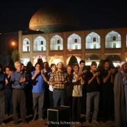 Prière de rue sur la place Naghsh-e Jahan à Ispahan
