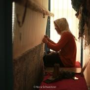 Femme tissant un tapis à Varzaneh