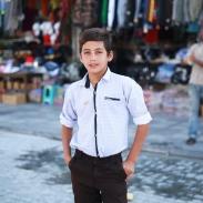 Garçon dans les rues de Yazd