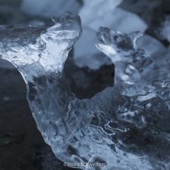 Mini-iceberg échoué sur la plage