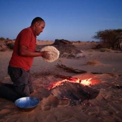 Cuisson du pain sous le sable, Adrar