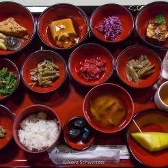 Repas des moines yamabushi du mont Haguro, Yamagata, Japon © Nora Schweitzer